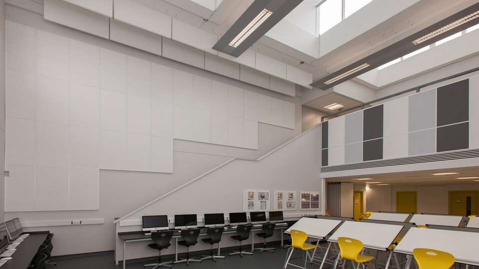 Acoustic ceiling solution: Rockfon Contour®, Ac, 1200 x 300