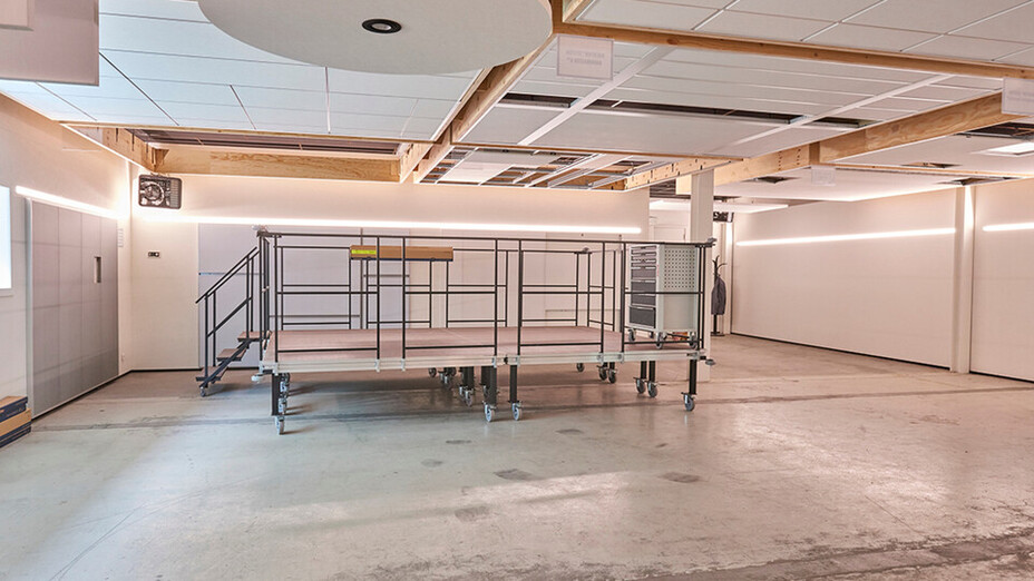 BE, Wijnegem Rockfon training center, installation room, multi-person platform, different ceiling solutions