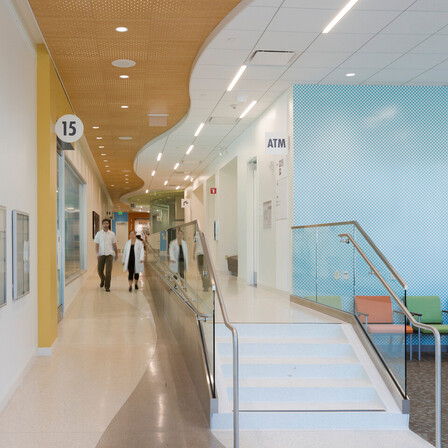 NA, Kaiser Permanente Mission Bay Medical Offices, KMD Architects, Rockfon Artic®, Rockfon® Spanair® Torsion Spring concealed metal ceiling panels; Chicago Metallic® Ultraline™ and 1200 Series 15/16-inch ceiling suspension system; Rockfon® Infinity™ Perimeter Trim