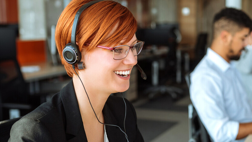 Rockfon customer service, headset, woman with headset, customer services, woman at work.