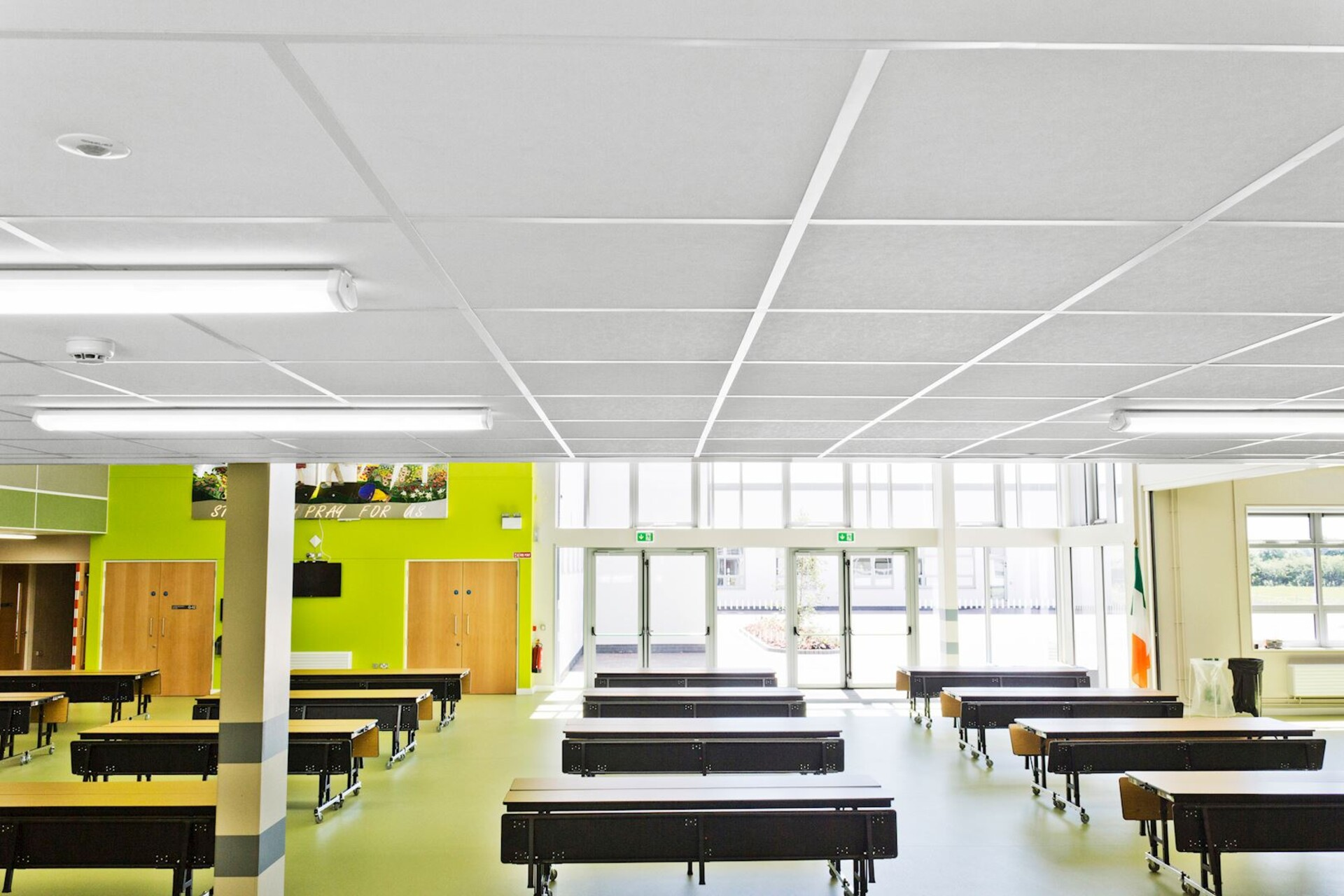 Suspended ceiling with Rockfon Artic ceiling tiles (Good acoustic properties, easy to clean and install)